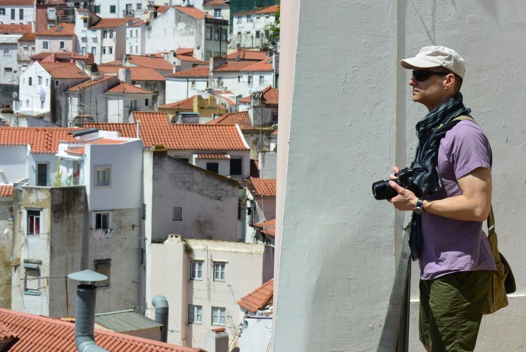 Tomasz Chrusciel, a writer, photographing Lisbon